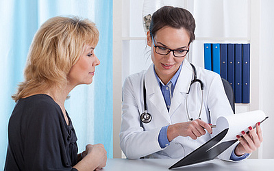 Изображение 5 - Подписывается соглашение - клиника Веримед