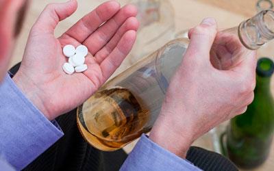 Как вывести из длительного запоя без нарколога - Веримед