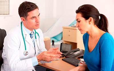 Доктор беседует с пациентом - Веримед