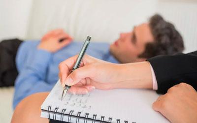 С пациентом работает опытный психотерапевт - Веримед