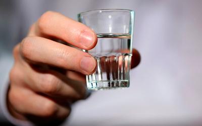 Можно ли пить алкоголь при гастрите: разрушаем мифы - Веримед