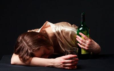 Женщины пьют тайком и в одиночку - Веримед