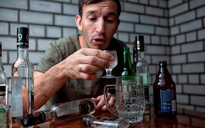 Поведение алкоголика в период запоя - Веримед