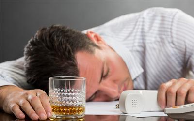 Почему люди пьют на работе - Веримед