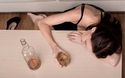 Почему пьют алкоголь женщины - Веримед