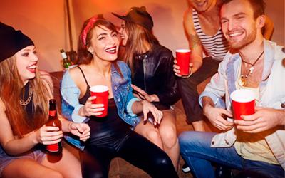 Юноши и девушки употребляют спиртное - Веримед