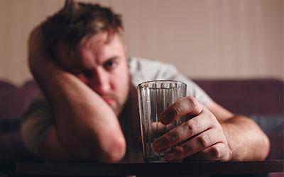 Какие психические заболевания и патологии печени распространены у алкоголиков?