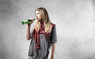 Почему алкоголизм особенно вреден для молодого организма - Веримед
